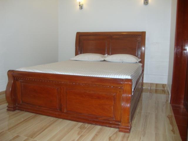 Een gezellige en cool tweepersoonsbed is uitgerust met air-con, ingerichte-garderobe, badkamer douchekamer en balkon
