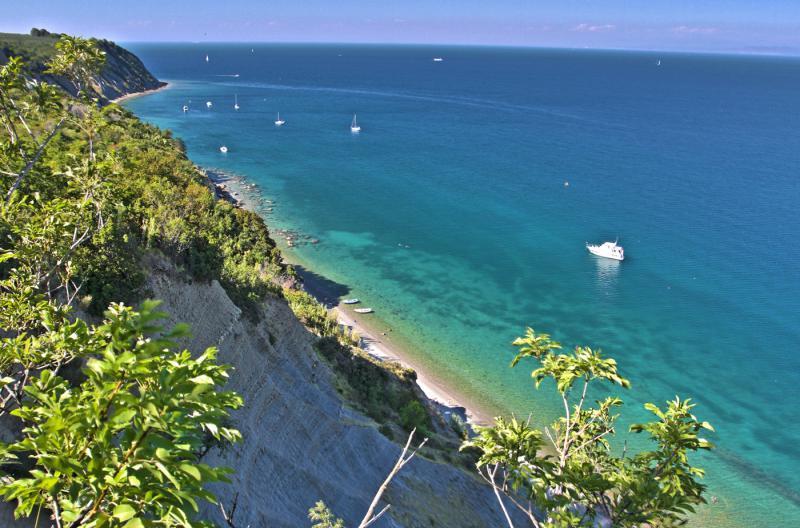 Bele Skale, la playa maravillosa 15 minutos de nuestros apartamentos, la Reserva Natural de Strunjan