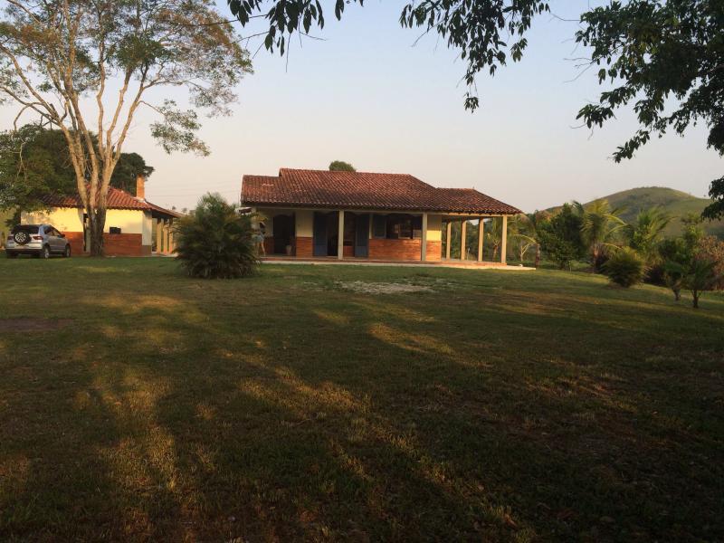 Casa sítio com vista para serra da Mantiqueira, location de vacances à Sao Pedro da Aldeia