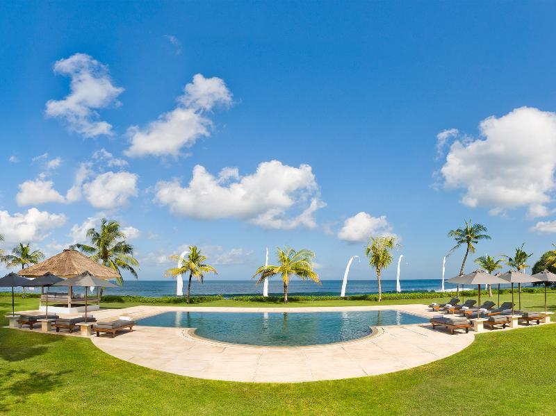 1. Atas Ombak - Pool and the sea