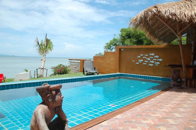 SUPERBE VILLA NEUVE  BORD DE MER+PISCINE PRIVEE 7P, holiday rental in Ko Pha Ngan
