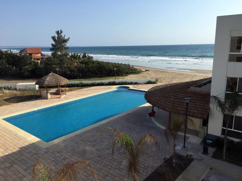 Brand new 2 bed/2 bath condo on the beach, casa vacanza a Provincia di Guayas