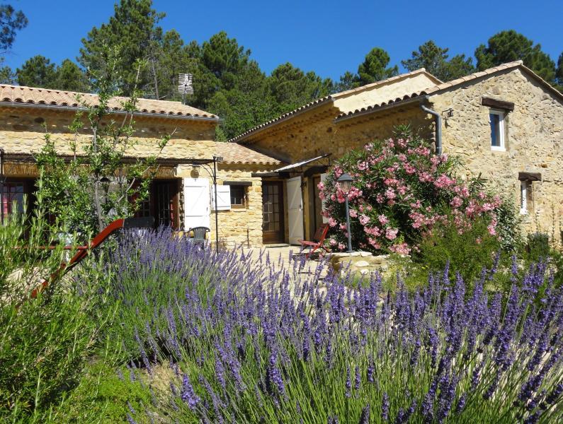 Le Baruas, ancienne bergerie restaurée dans la tradition provençale.