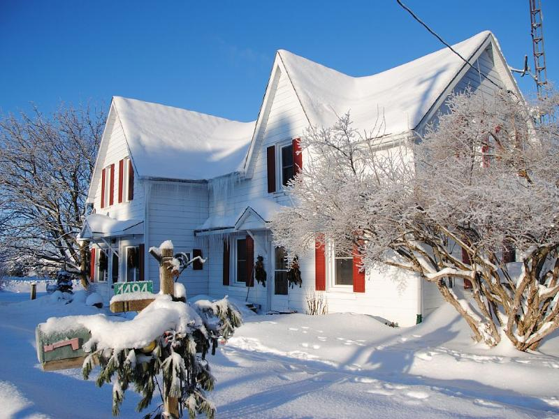 Enjoy The Country in Canada! Close to the City!