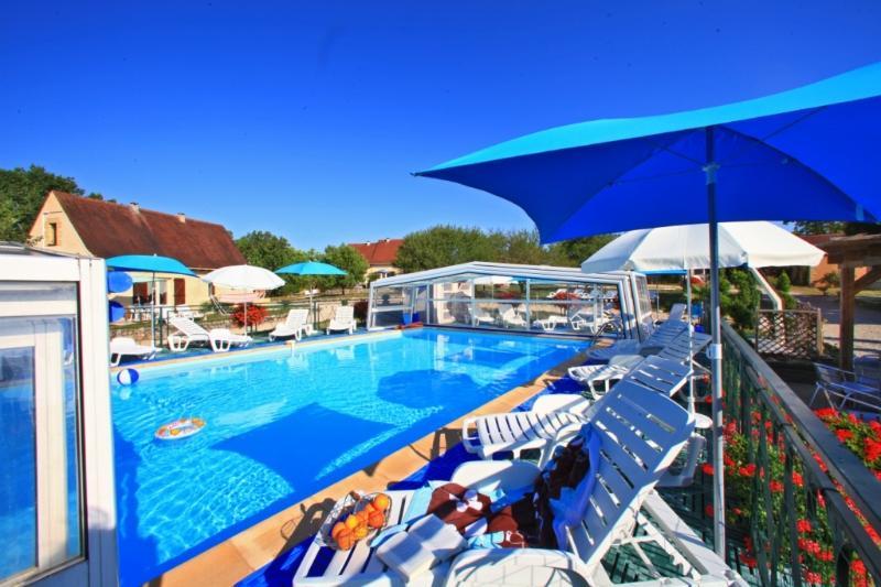 Gite Montfort avec piscine chauffée toute l'année, location de vacances à Orliaguet