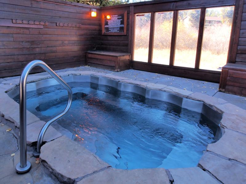 Hot tub slechts een steenworp afstand van de voordeur, met uitzicht op 4 uur uitvoeren