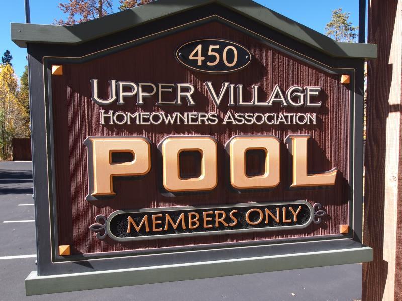 Toegang tot de bovenste dorp zwembad (verwarmd binnen- en buiten zwembad + 4 hot tubs)