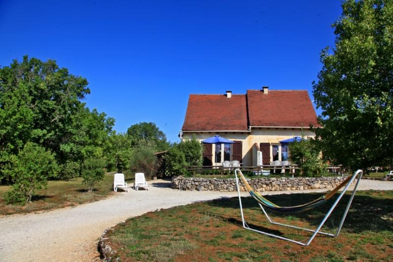 Gîte Fénelon avec piscine chauffée toute l'année, holiday rental in Orliaguet