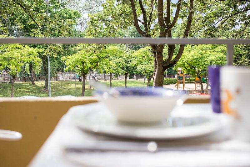 Sunny, peaceful balcony looking over the river, but only 2 mins from historic centre of Girona