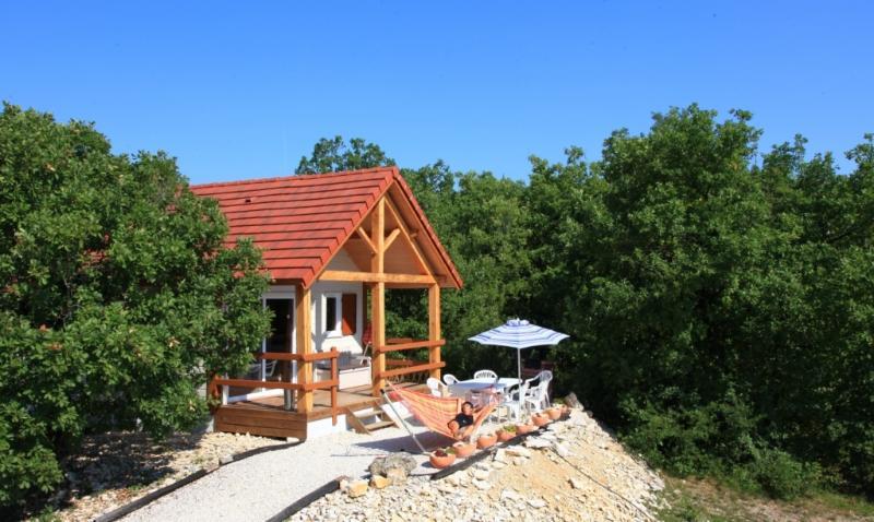 Chalet Le Pech avec piscine chauffée toute l'année, holiday rental in Orliaguet