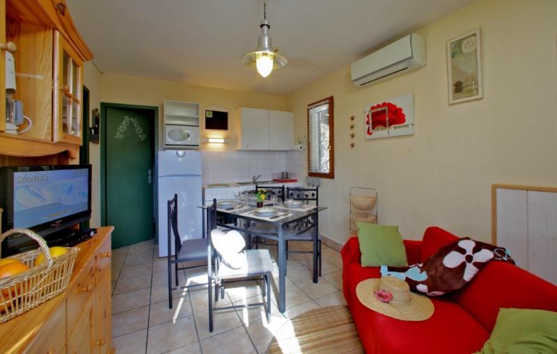 Gîte Fayrac avec piscine chauffée toute l'année, holiday rental in Orliaguet