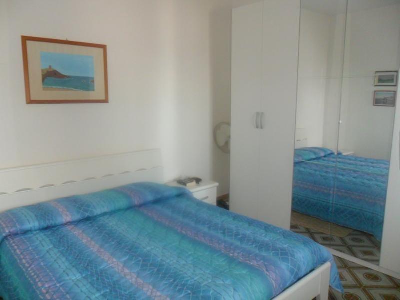 Camera matrimoniale con vista sul mare, e con possibilità di aggiungere un letto baby