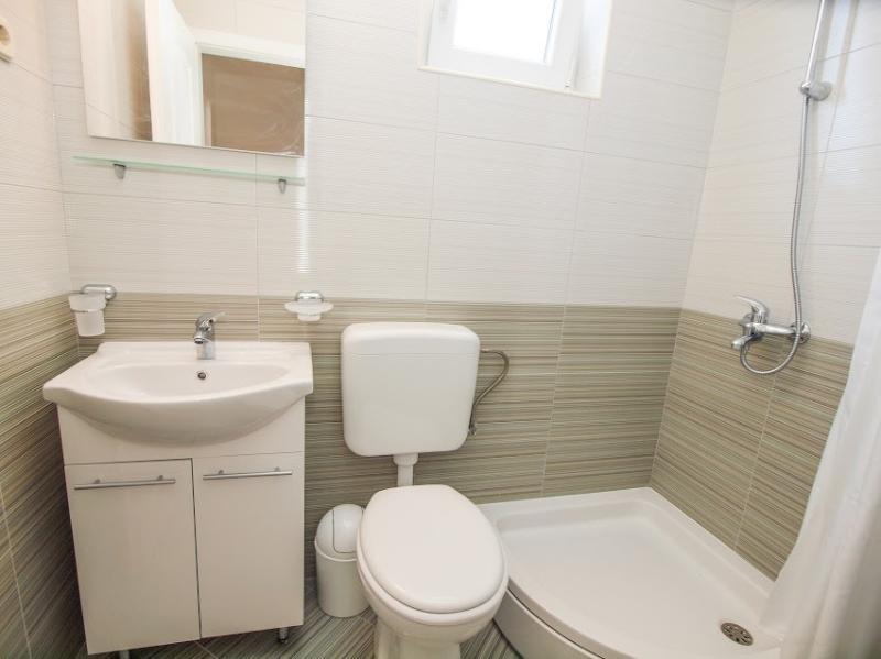 A3 (2 + 1): baño con inodoro.