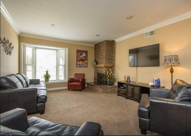 Spacious and bright living room with 55' smart TV, BluRay and DVD player.