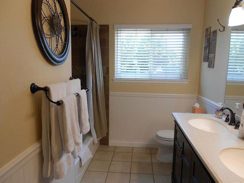 Upstairs bathroom with double sinks and vanities. All linens provided, brand name shampoo & cond.
