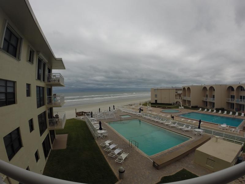 Oceanviews de não dirigir parte de New Smyrna Beach, 2bd/2ba, totalmente abastecida, atualizada unidade espera por você