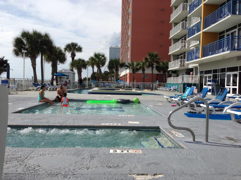 Oceanfront lazy river, swimming pool and hottub