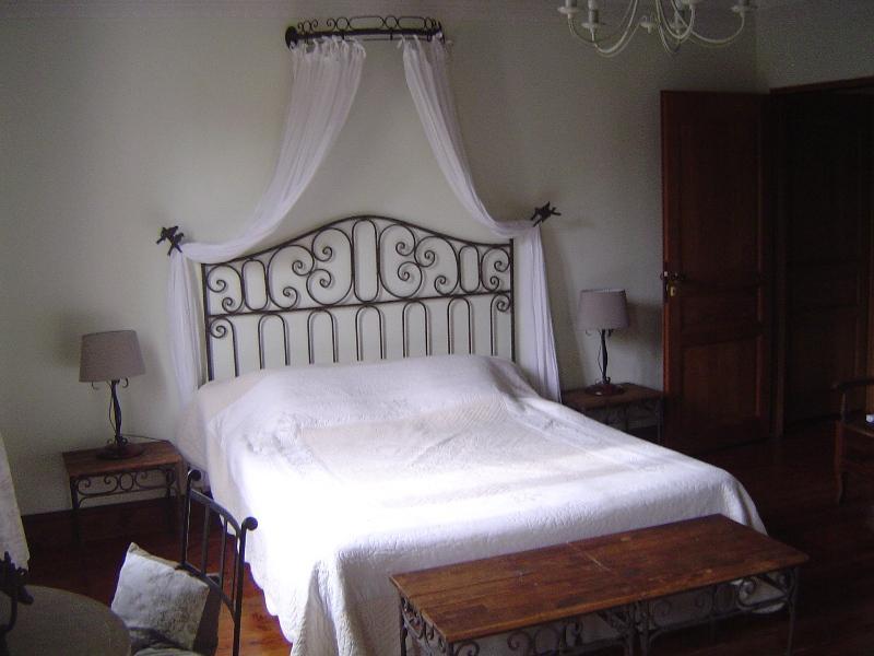 Chambre Saint-Emilion, location de vacances à Blesignac