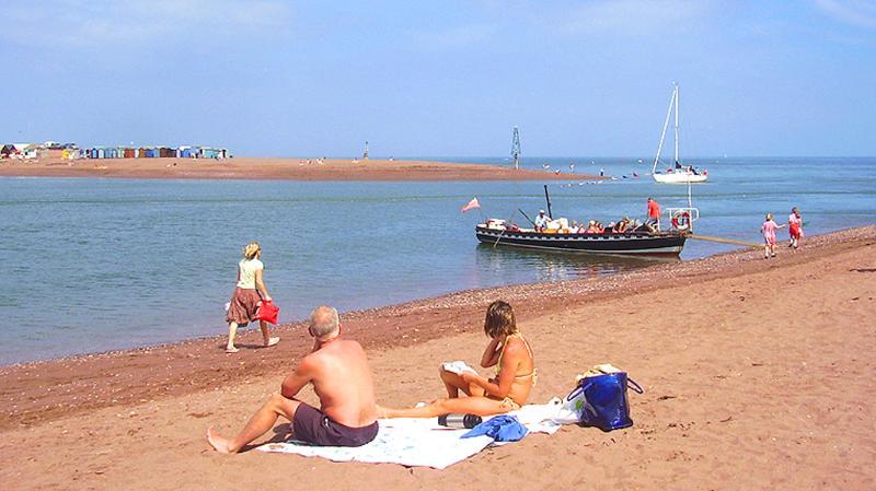 Op het strand. slechts 100 meter afstand!