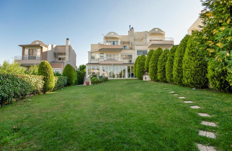 Family Friendly Villa inThessaloniki, alquiler vacacional en Souroti