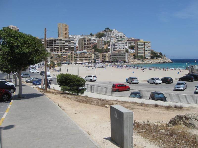 Cosy bay of La Cala Finestrat.The apartment is 250m. away from this beach.