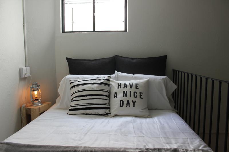 Room 5 Queen Size Bed