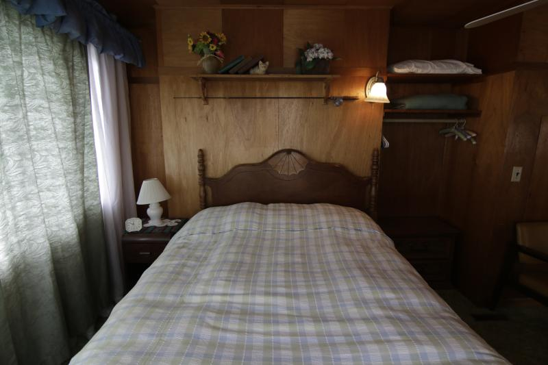 Wake up in this comfortable bed overlooking the butte and river and dream more..