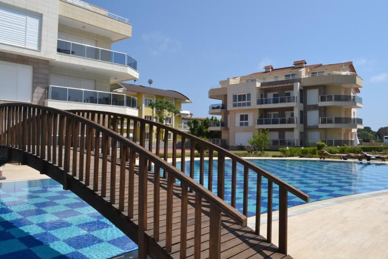 Antalya belek odyssey park pool view ground floor close to center & beach park, aluguéis de temporada em Belek