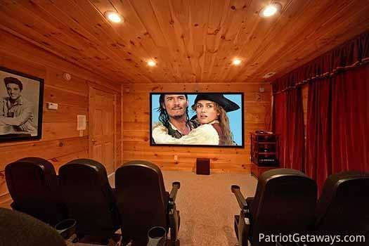 Salle de cinéma maison à Elk Horn Lodge