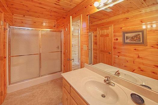 Baño En tercer piso en Hickernut Logia