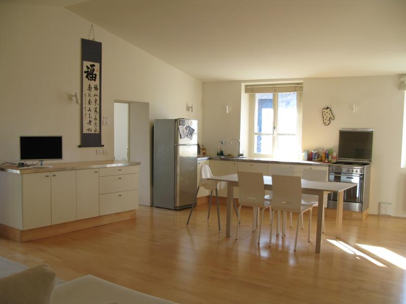 Beautiful Top Floor Apartment in the Old Town, holiday rental in Lerchi