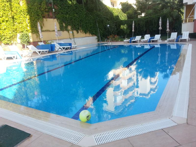Super top floor flat in historic Alanya Turkey, holiday rental in Konakli