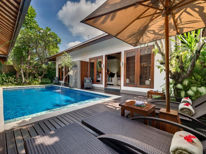 1. Lakshmi Villas - Kawi - Pool side deck chairs