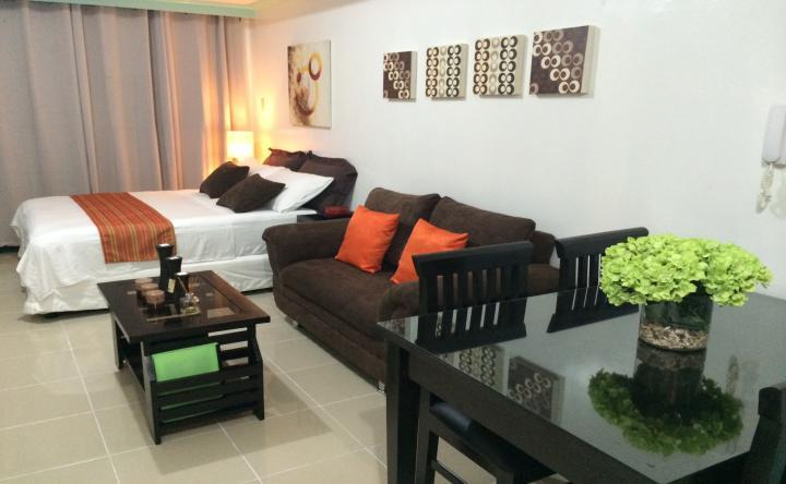 Studio Robinsons Place Residences - RPR08, holiday rental in Manila