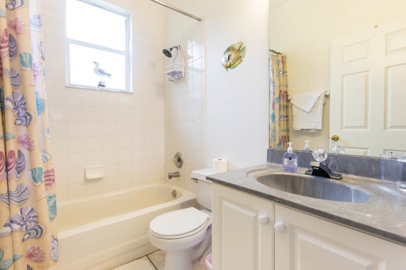 Casa de banho para quarto duplo e quarto twin.