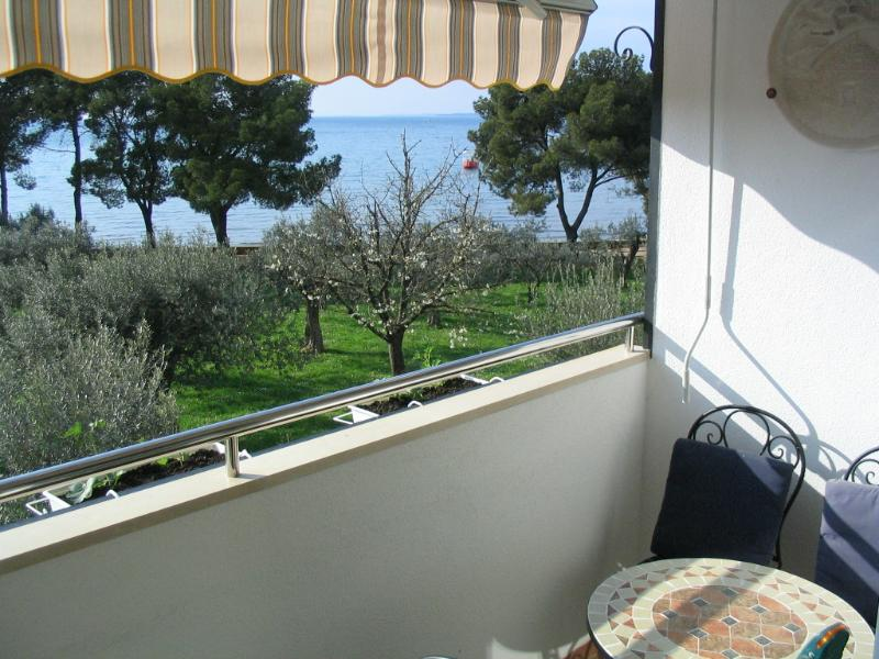 Apartment Oliva with sea view, vacation rental in Fazana