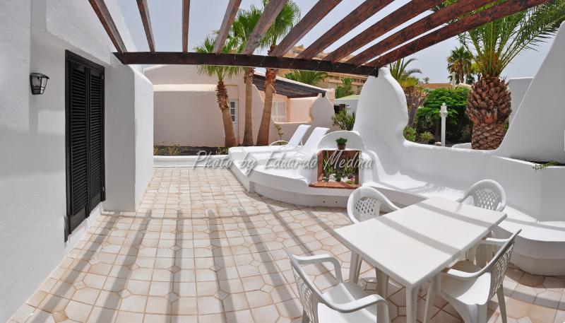 Precioso Bungalow con encanto,con terraza y jardín, location de vacances à Jandia Peninsula