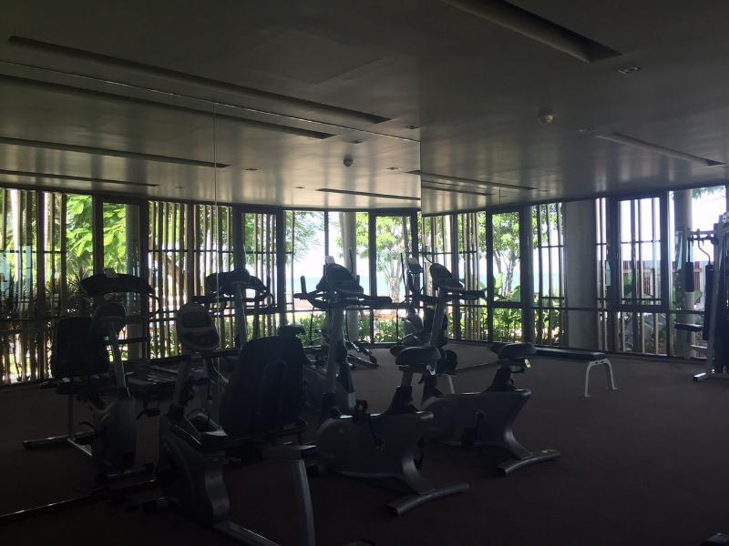 Fitness room overlooking the beach