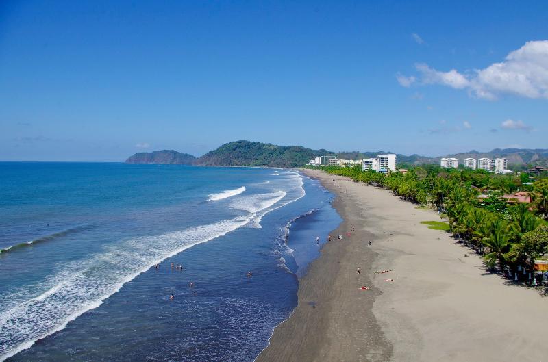 Hostel Jaco Pacific beachfront......................................................................