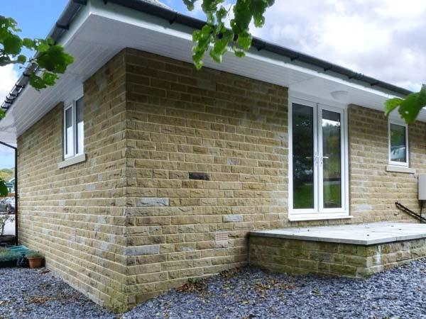 CHARLOTTE, ground floor, lawned garden, off road parking, Haworth Ref 929401, alquiler vacacional en Bingley