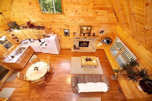 Loft vista del salón en Smoky Bears Creek