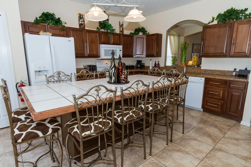Fully equiped Kitchen with 12 seater breakfast Bar