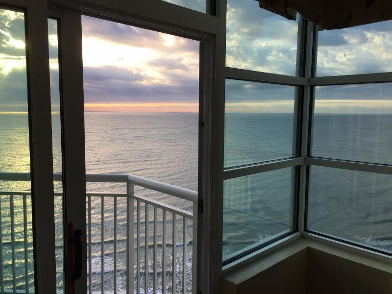 Spectacular 2 bedroom oceanfront, holiday rental in Myrtle Beach
