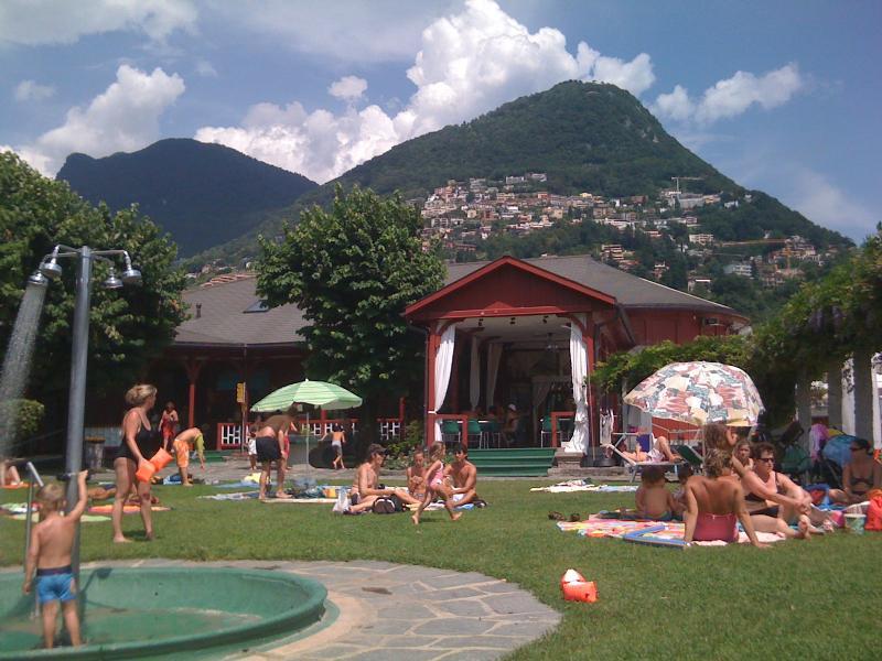Lugano principal Lido tem 2 piscinas, acesso ao lago com praia, mergulho placas etc.