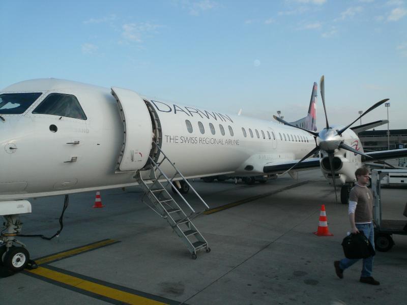 Aeroporto de Lugano fica a 10 minutos. Milão-Malpensa fica uma horas de carro. Vá via Varese.