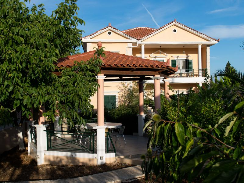 Sophia villas in gyri village- ZAKYNTHOS 3 bdrs, holiday rental in Kampi