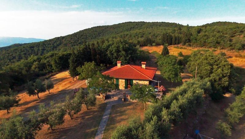 Visão geral do país-casa toscana na reserva natural privada