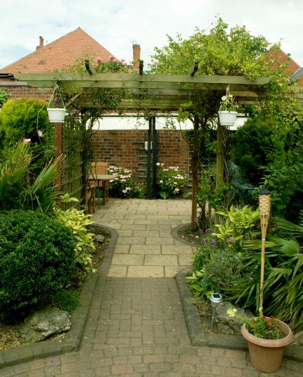 Stroll through the tranquil sensory private gardens to the Al fresco dining area with BBQ