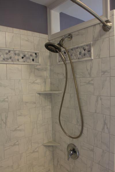 Hallway bathroom #1 with shower and full bathtub