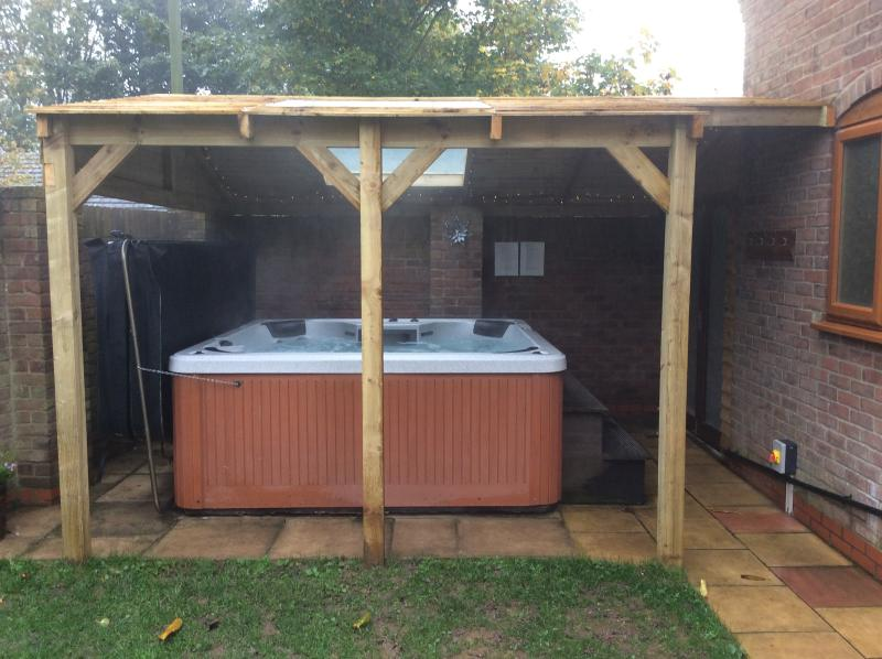 Hotub with covered roof complete with glass windows